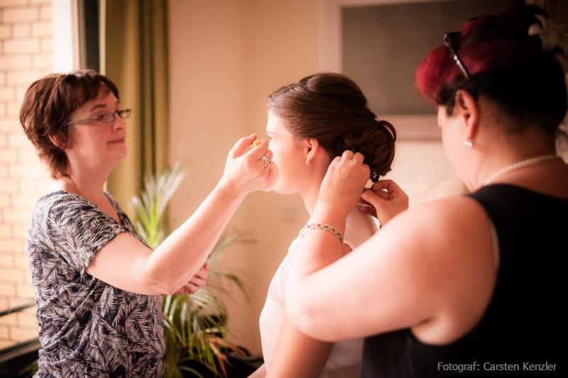 Brautstyling - Braut Make-up von Visagistin und Brautfrisur von Friseurin