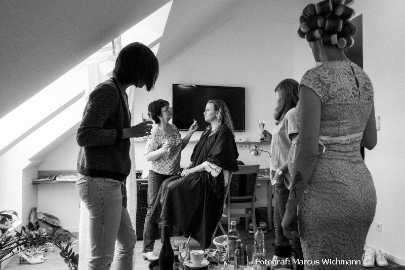Brautstyling am Hochzeitstag mit Gäste
